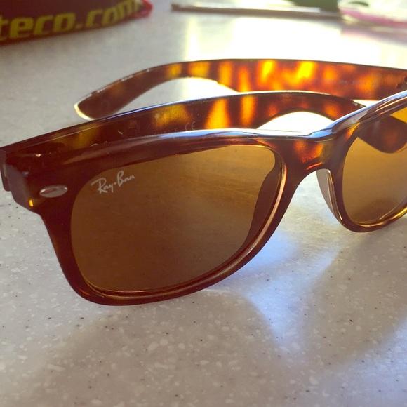 f056ea3664d Ray Ban Wayfarer Tortoise Shell Sunglasses. M 5a5690d9d39ca2e773001ea3